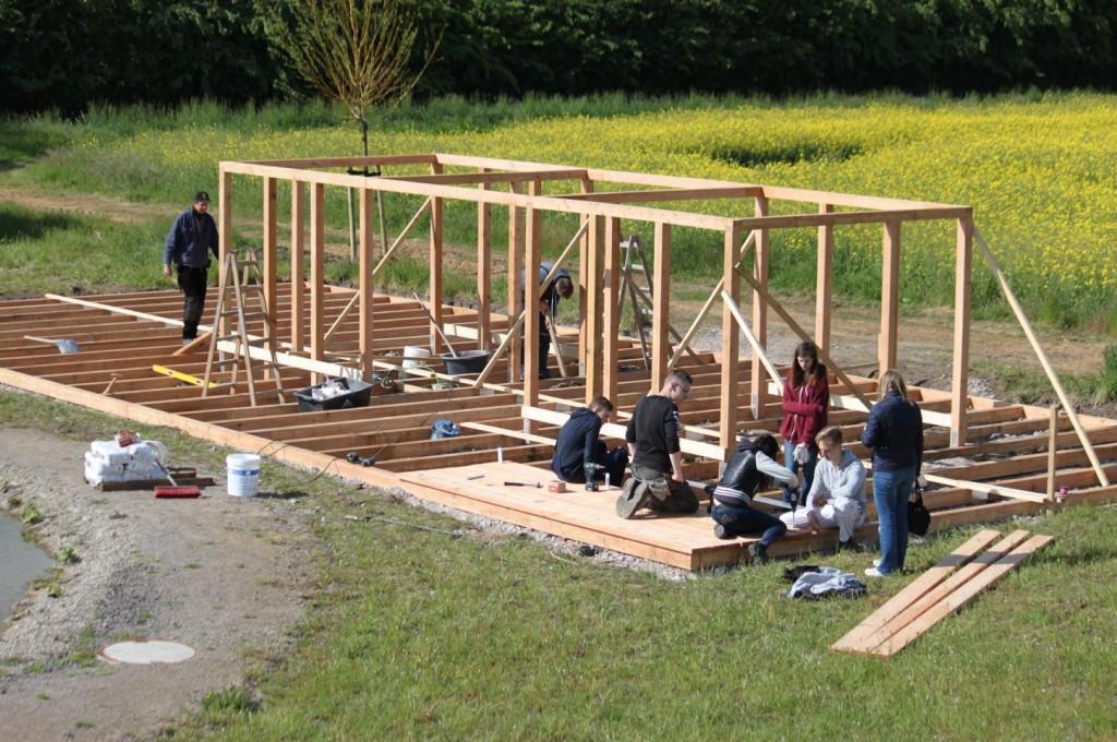 Jugendhilfe Direkt Schaufenster Clemens Apotheke Hüttenbau Garten der Stille 17062015_Seite_03_Bild_0001